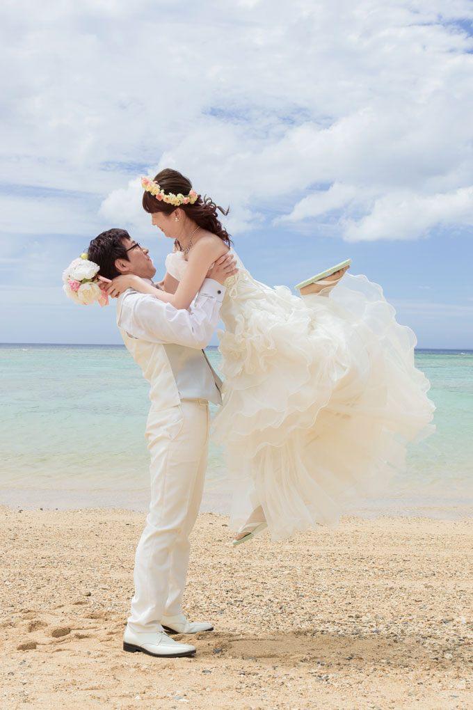 花嫁が1番可愛い表情の抱っこフォト