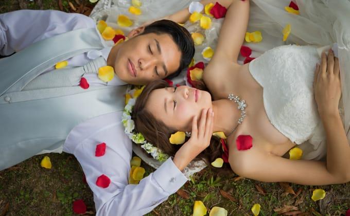 花びらでロマンチックに演出