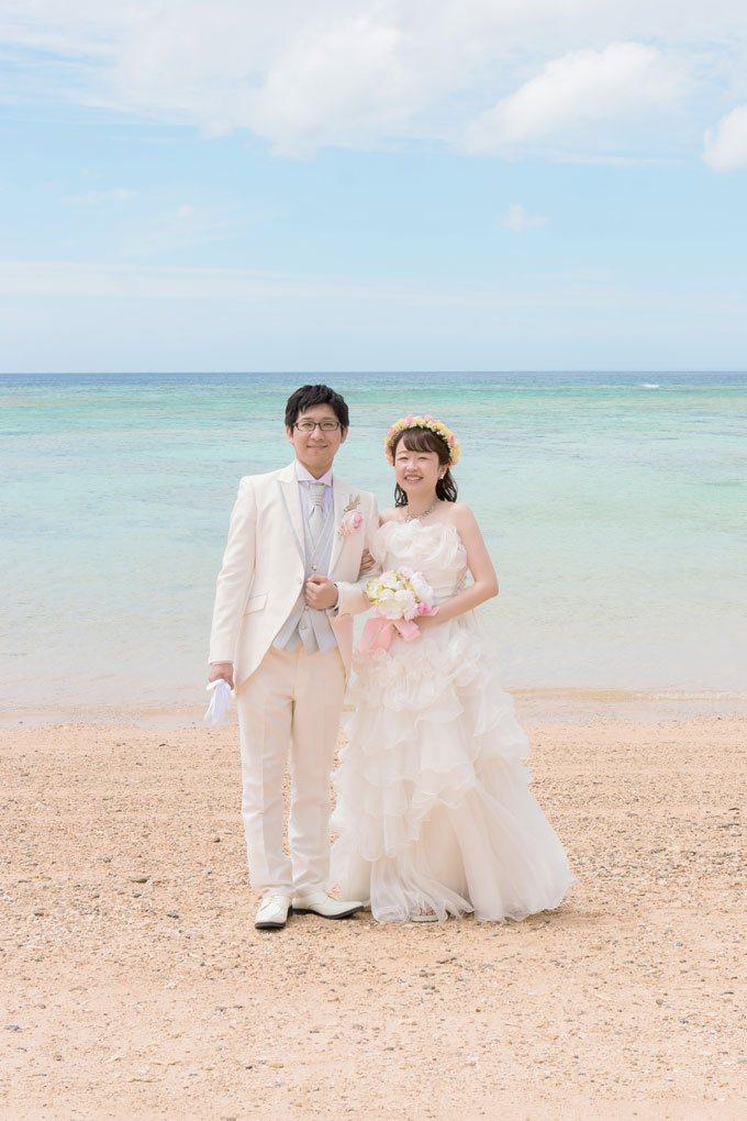 沖縄フォトウェディングの王道ビーチフォト
