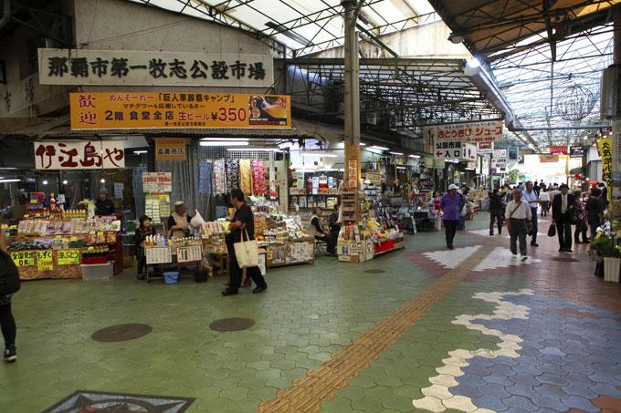 牧志公設市場(まきしこうせついちば)