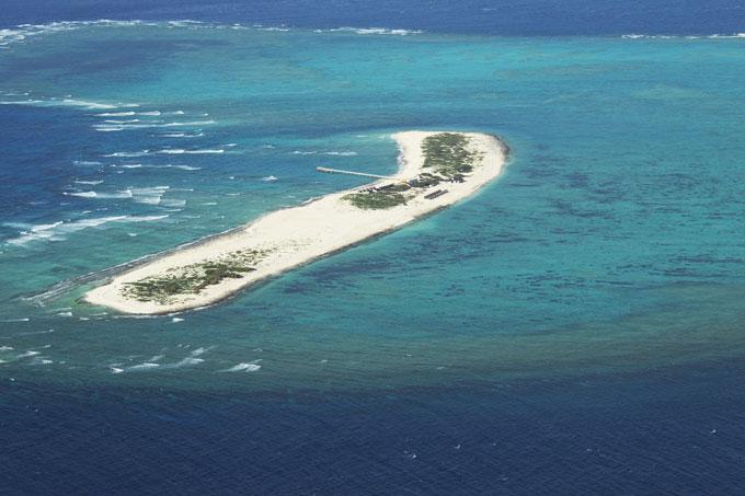 周囲をサンゴ礁に囲まれた国立公園ナガンヌ島