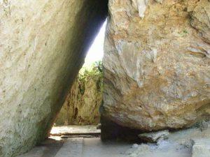 琉球王朝時代に国家的な祭事が執り行われてきた聖域斎場御嶽