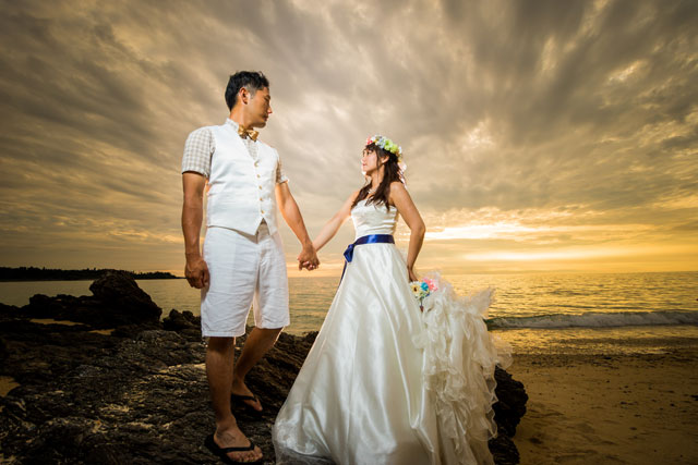 沖縄のサンセットも前撮りでは人気