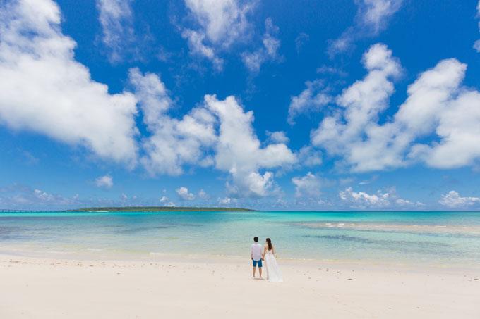どこまでも続く青と白の楽園、宮古島でフォトウェディング