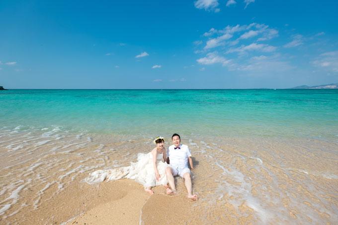 沖縄なら、天気が良い日はより美しいエメラルドグリーンの海が見られます