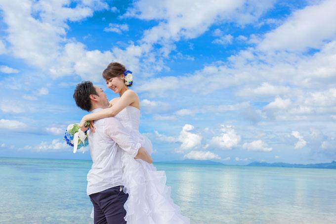 石垣島のどこまでも続く遠浅の海はまるで鏡のよう