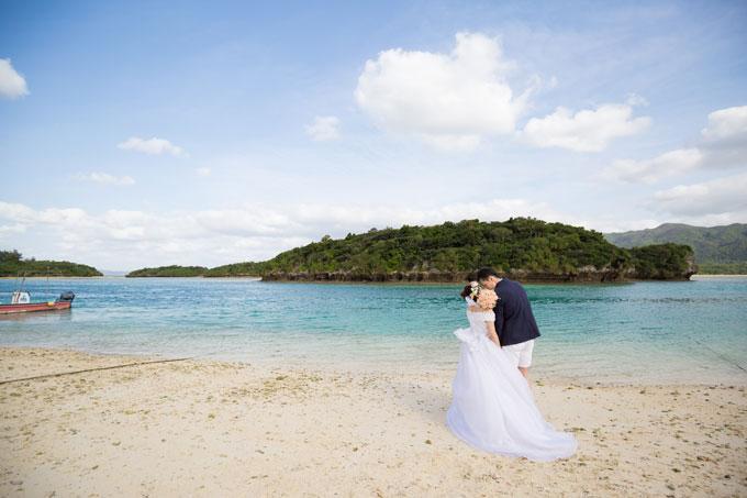 石垣島の川平湾では天気が少々悪くても青い海が見られます