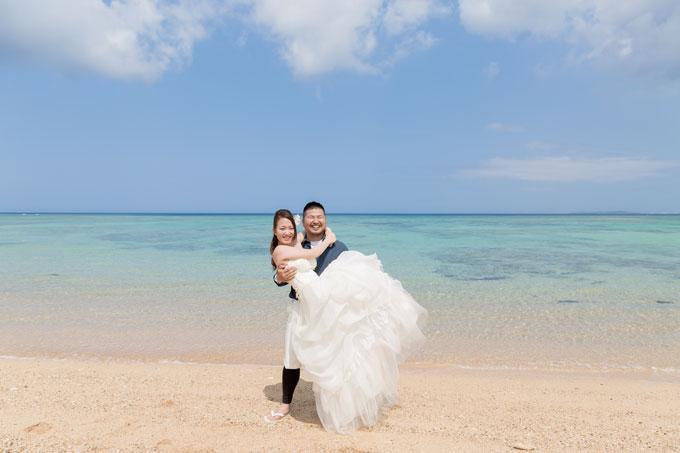 沖縄ではビーチによってすぐ近くに珊瑚が広がっていることもあります