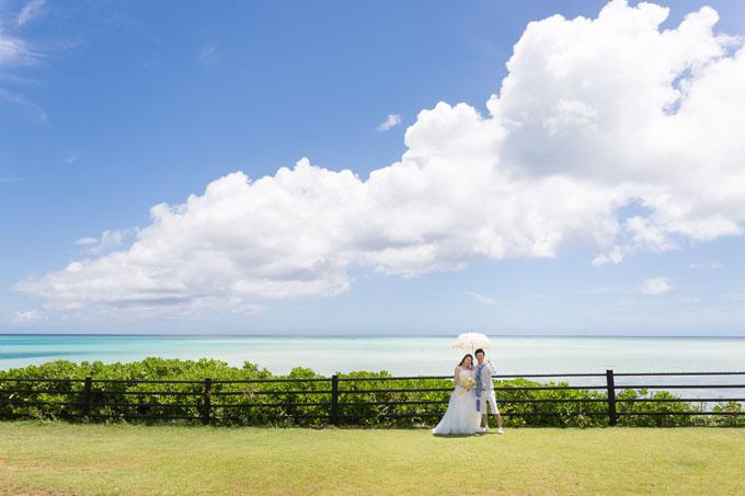 宮古島の最北端「世渡先駐車場」の展望スペースは絶景のパノラマビューが広がる