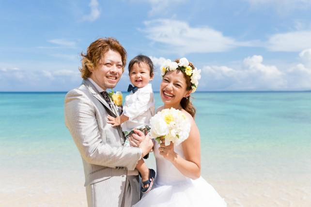 沖縄の天然ビーチでファミリーフォトウェディング体験談&口コミ