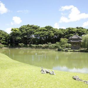 沖縄古来の琉球結婚式が叶う識名園