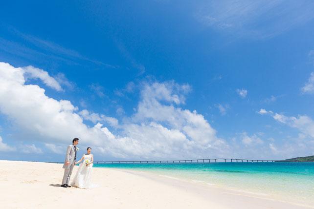 宮古島の海がキラキラ輝く昼下がりのフォトウェディング