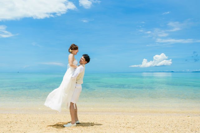 沖縄のフォトウェディングはハネムーン旅行の一環としてはピッタリ
