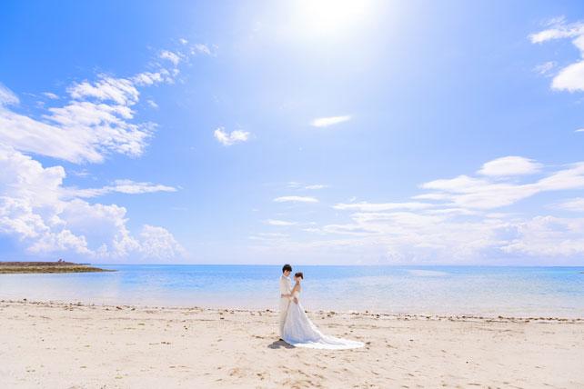 人間の目が青をより強く認識するためフォトウェディングでは沖縄の空が紫ではなく青い理由