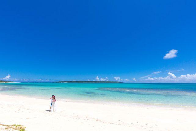宮古島の与那覇前浜ビーチで極上のフォトウェディング