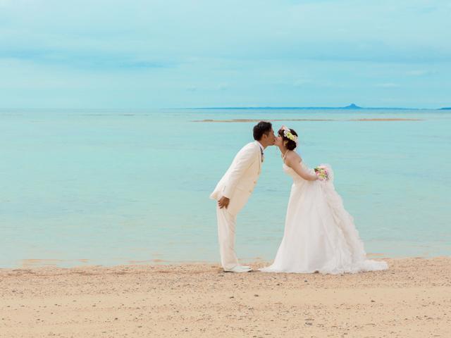 沖縄の空と海とキスショット