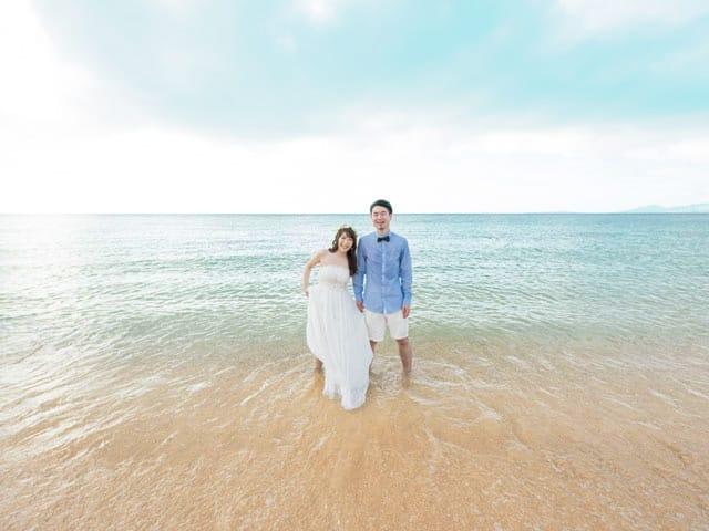 せっかくなら海に入って結婚写真