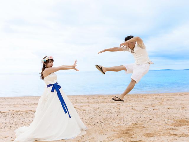 かめはめ波トリックフォト|沖縄ウェディングオンライン