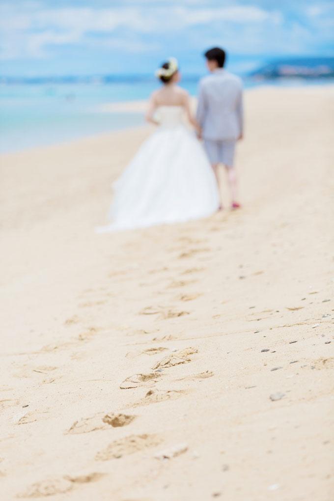 沖縄の白い砂浜が主役