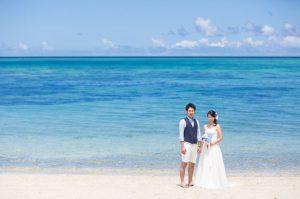 石垣島のタバガービーチでドレスを着たままウェディングフォトを撮影