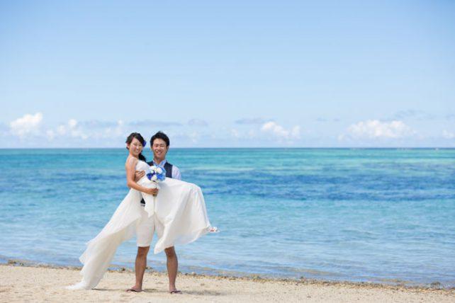 石垣島の空と海に包まれたフォトウェディング