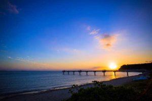 サンセットの風景や飛行機をフレームインさせた写真も撮影できる瀬長島