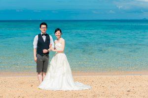 リゾートスタイルで撮影する沖縄フォトウェディング
