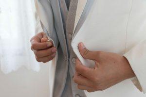 沖縄フォトウェディングをする際の男性の服装