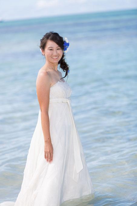 会おう海にピッタリのコバルトブルーをあしらった髪型は沖縄のビーチフォトにピッタリ