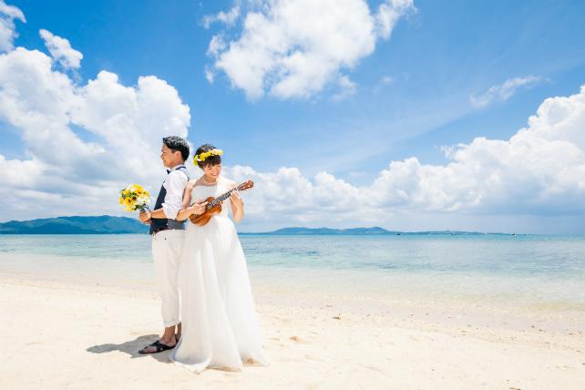 撮影グッズ ウクレレ|沖縄ウェディングオンライン