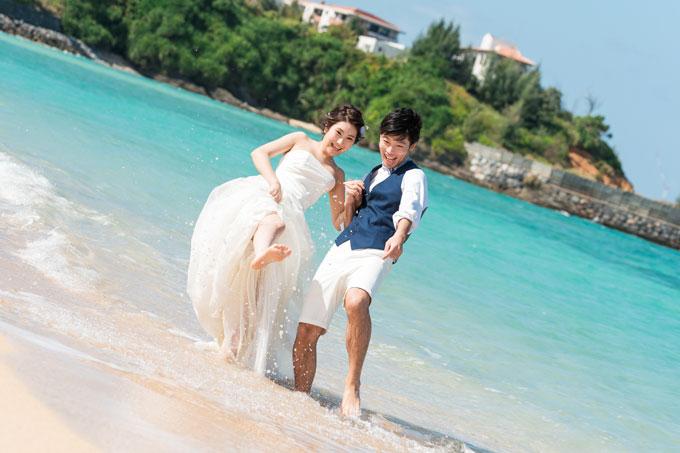 沖縄の安富祖ビーチでフォトウェディング