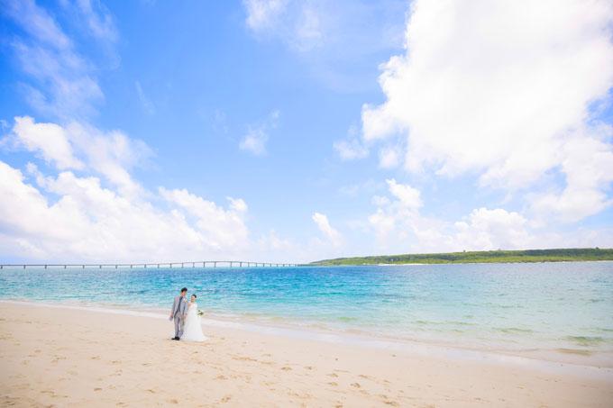引きのアングルでさらに引き立つ与那覇前浜ビーチの美しさ
