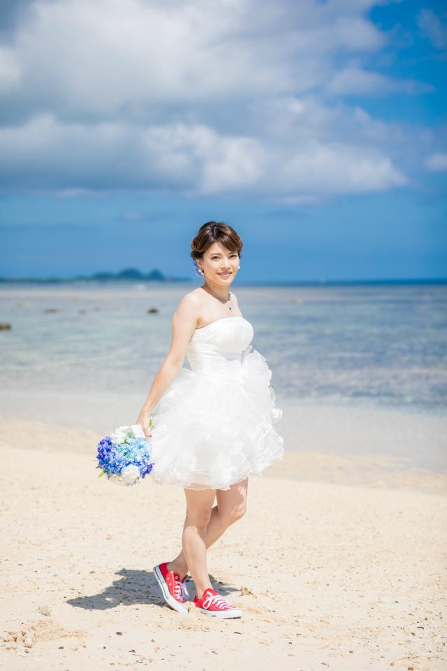 沖縄フォトウェディング先輩花嫁のミニドレス