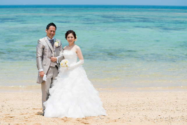 沖縄フォトウェディング先輩花嫁のふんわりプリンセスラインドレス