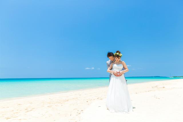 沖縄フォトウェディング先輩花嫁のマタニティエンパイアラインドレス