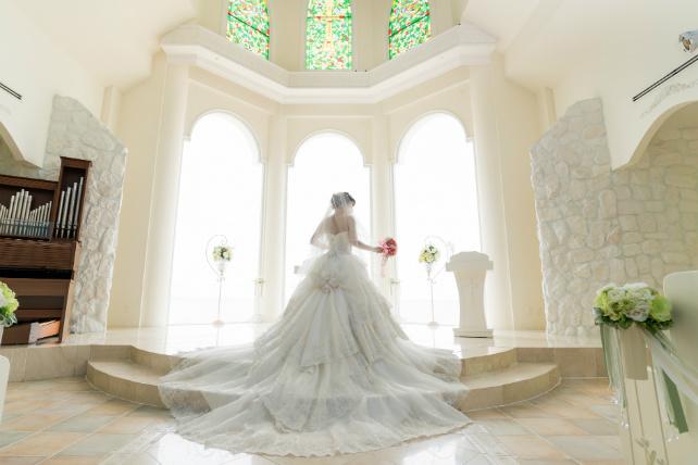 沖縄チャペルフォトウェディング先輩花嫁のチャペルラインドレス