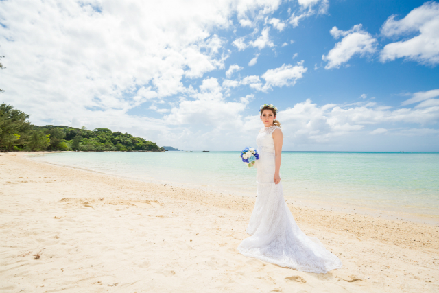 沖縄フォトウェディング先輩花嫁の総レースマーメイドラインドレス