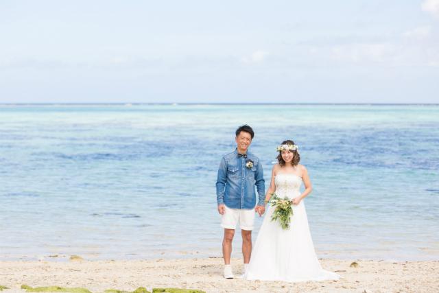 沖縄フォトウェディング先輩花嫁のエンパイアラインドレス