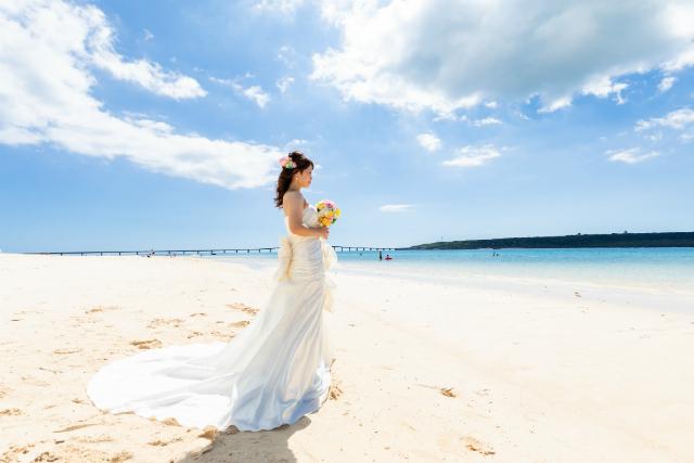 沖縄フォトウェディング先輩花嫁のマーメイドラインドレス