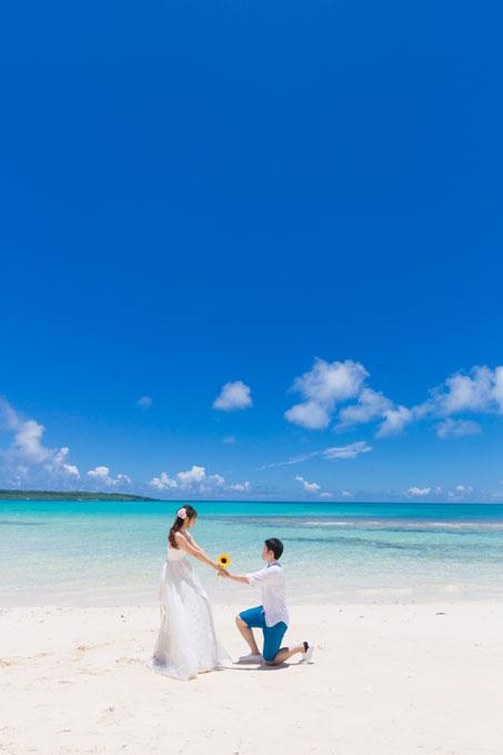 与那覇前浜ビーチで宮古ブルーに包まれてプロポーズ