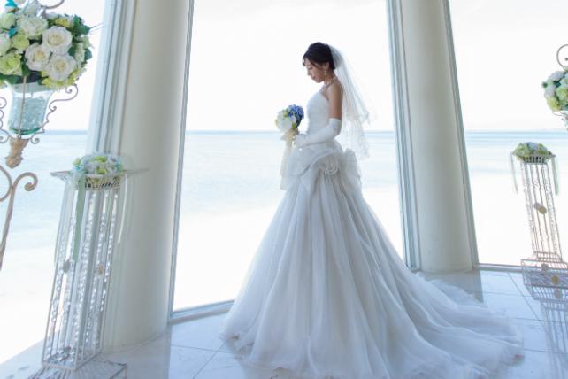 沖縄チャペルフォトウェディング先輩花嫁のAラインドレス