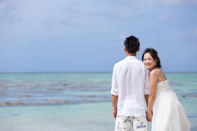 石垣島フォトウェディングの魅力はエメラルドグリーンの海