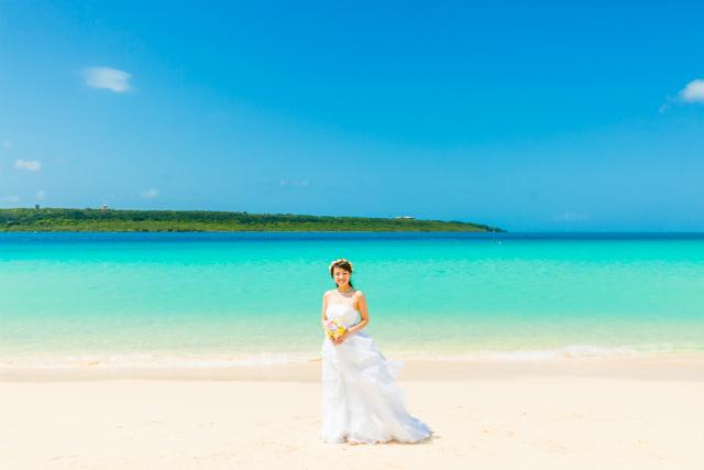 沖縄フォトウェディング先輩花嫁のふんわりAラインドレス