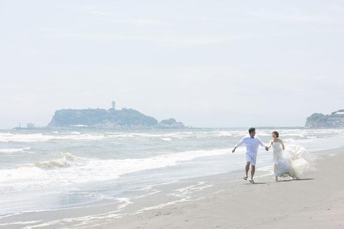 七里ヶ浜のビーチは火山質の砂が堆積している