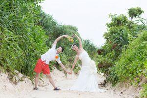沖縄のビーチ脇にある自然の中でネイチャーフォトを撮影
