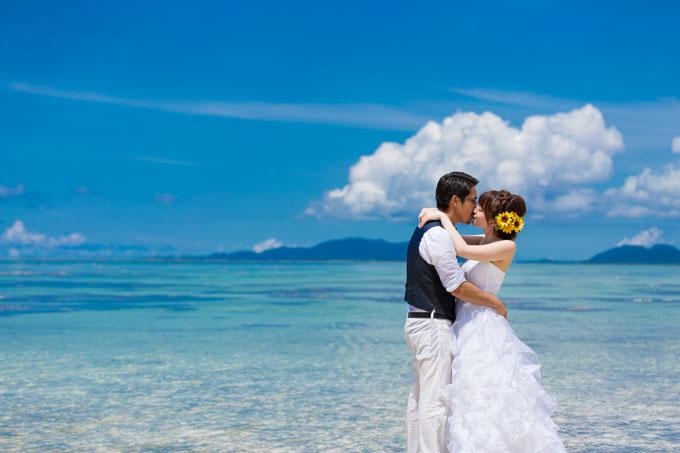 石垣島の空と海だけをトリミングしたタバガービーチでのフォトウェディング
