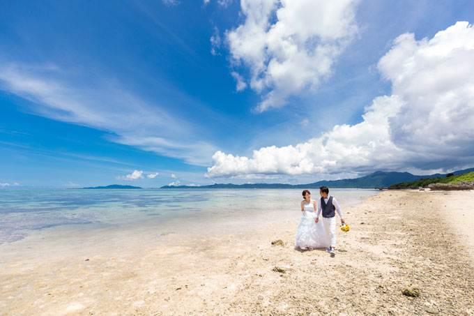 石垣島の天然ビーチ、タバガービーチは人が少なくフォトウェディングも快適