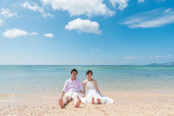 沖縄本島の曇りをほとんど感じさせないビーチフォトウェディング