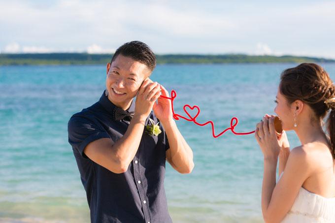 赤い糸で結ばれたふたり。宮古島でひっそり愛を伝え合う