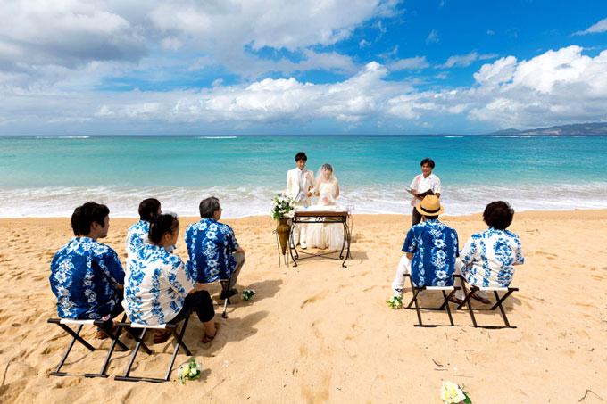 沖縄でビーチウェディング!美しい海を背景に愛を誓い合おう